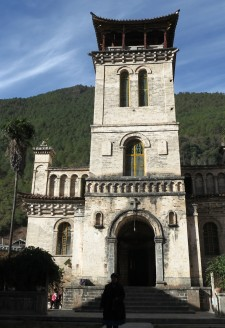<b><p>Cizhong Church built with Western and Chinese architectural styles.</b></p>